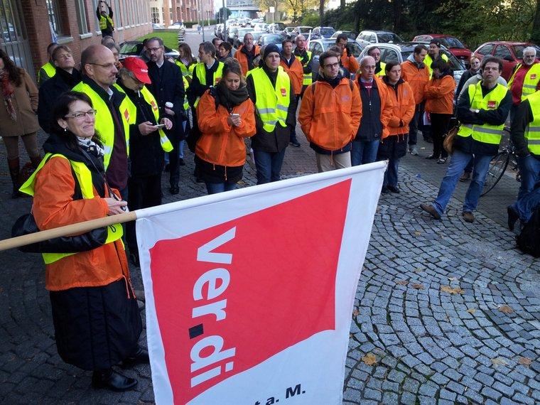 Protest vor der Neuen Presse