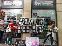 Demonstration für Medienfreiheit und Pressefreiheit vor der ungarischen Botschaft in Berlin