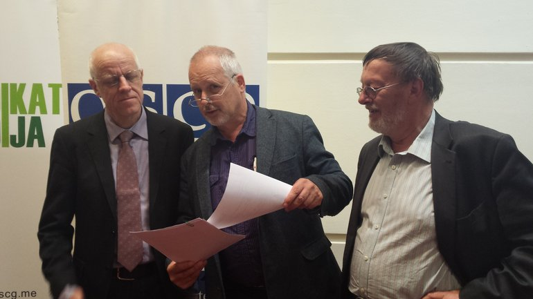 EJF-Präsident Mogens Blicher Bjerregard (links) mit den dju- Delegierten