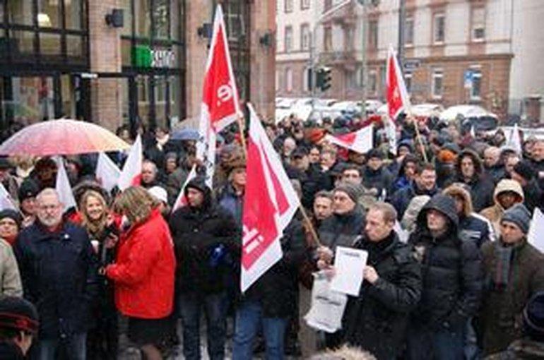 Protestkundgebung vor der Frankfurter Rundschau