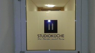 Studioküche Tür am Eingang der NDR-Kantine Rothenbaum