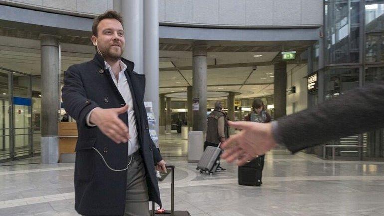 Mustafa am Flughafen