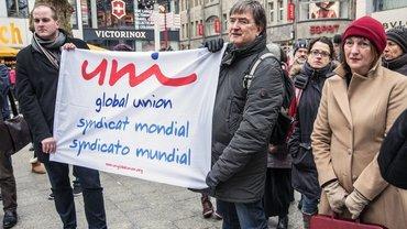 Kölner Kundgebung gegen NO-Billag: Für die UNI MEI, der Mediensektor in der globalen Gewerkschaft UNI Global Union, war dessen Viezepräsident Heinrich Bleicher-Nagelsmann (rechts) gekommen. Rechts neben ihm: Sonja Mikich, Chefredakteurin Fernsehen des WDR