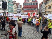 Kundgebung der streikenden Journalistinnen und Journalisten auf dem Rathausplatz in Esslingen