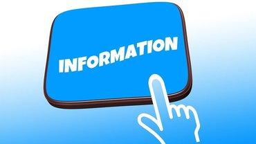 """Hand zeigt auf Schild, auf dem """"Information"""" steht"""