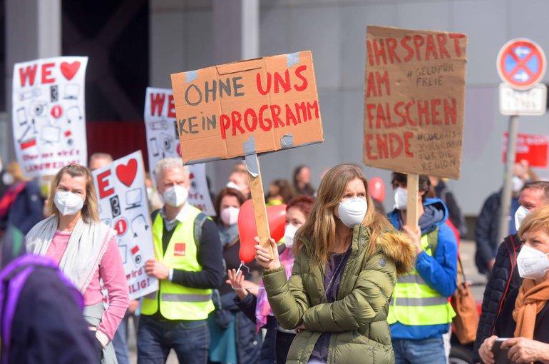 Demo der Freien vor dem RBB am 1. Mai 2021